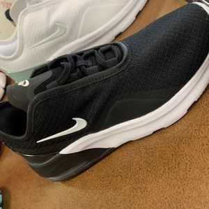 Brand New Black Air Max Motion 2 Size 5